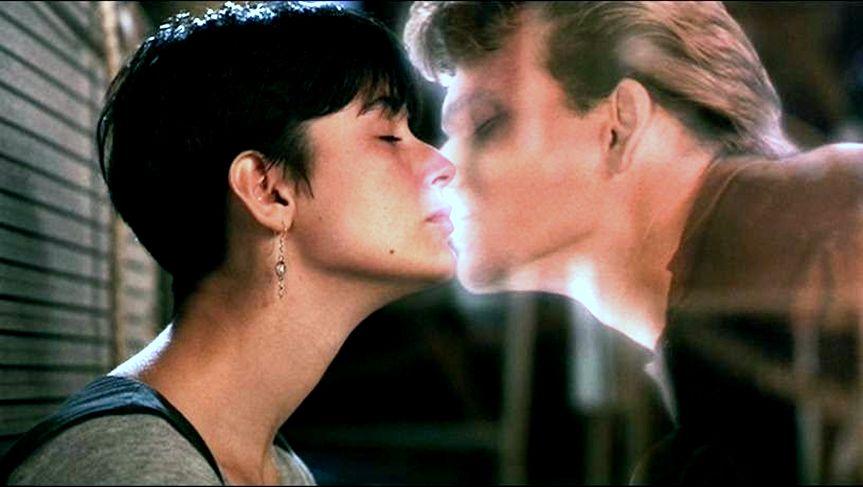 Кадр из фильма «Привидение»