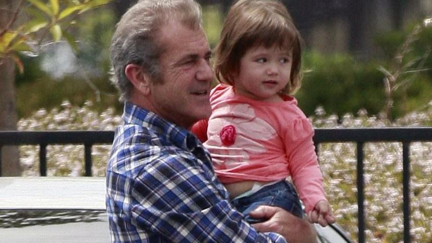 Актер Мэл Гибсон с дочкой. Фото с сайта purestars.de