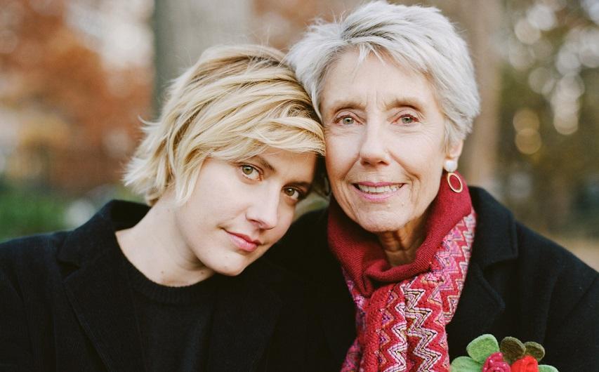 Грета Гервиг с матерью, Кристиной. Фото с сайта nytimes.com