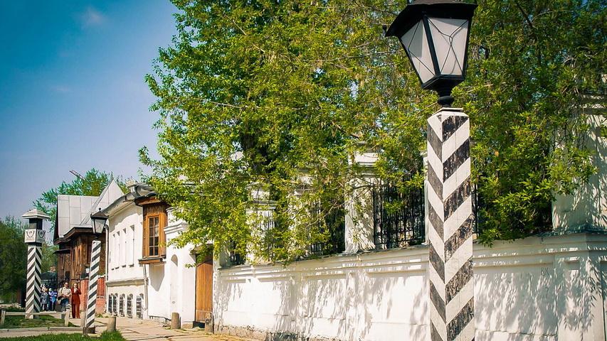 Пешеходная экскурсия по Литературному кварталу откроет вам тайны исторического центра города