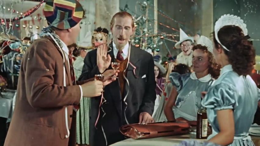 Кадр из фильма «Карнавальная ночь»