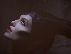 Анджелина Джоли в диснеевской сказке «Малефисент». Кадр из фильма