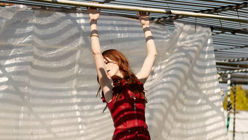 Фотосессия актрисы Роуз Лесли. Фото с сайта gold-faces.com