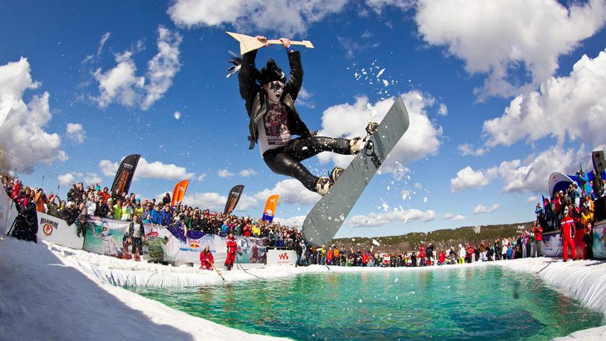 Главные спортивные события в афише Екатеринбурга с 22 по 24 марта: Экстремальное аква-шоу Red Bull Jump & Freeze на Уктусе и  Хаски Day в Белой лошади. Фото с сайта redbull.com