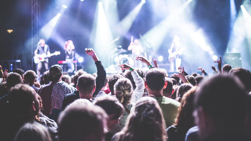 Куда пойти в Екатеринбург в выходные? Концертная программа запомнится выступлением Игоря Растеряева и трибьт-шоу рок-легенд. Фото с сайта pexels.com