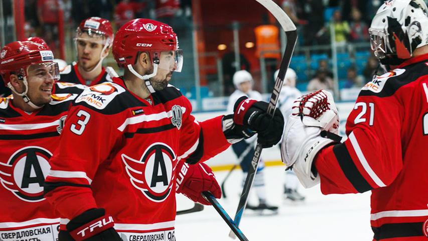 Болеем за хоккеистов и молодых борцов. Фото с сайта hc-avto.ru