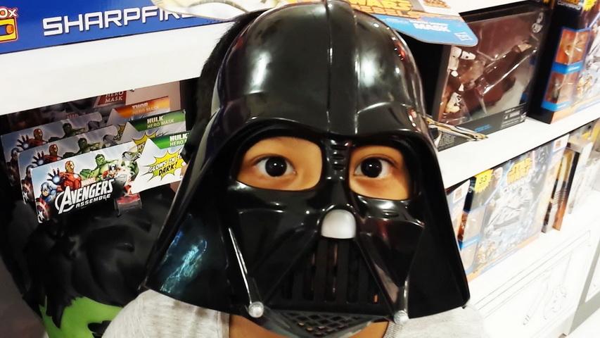 Маска Дарта Вейдера. Фото с сайта youtube.com