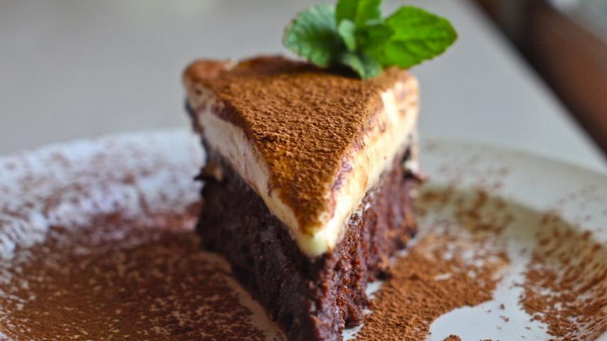 Шоколадный торт. Фото с сайта recipes.yammiesnoshery.com