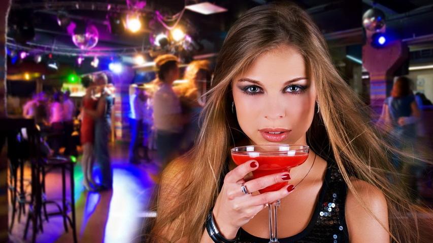 Девушка в клубе. Фото с сайта работа-в-клубе.рф