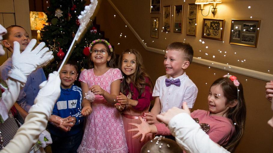 Для малышей все праздники работает детская комната