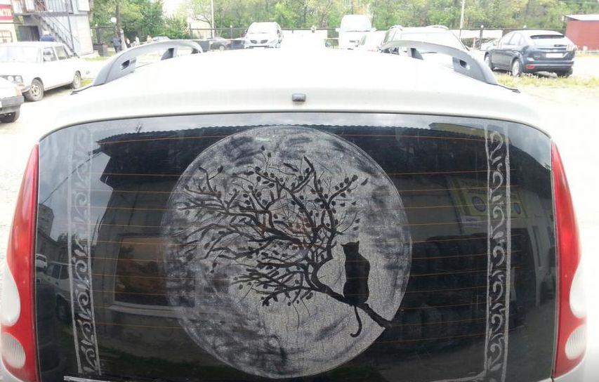 Прикольные картинки на стеклах авто