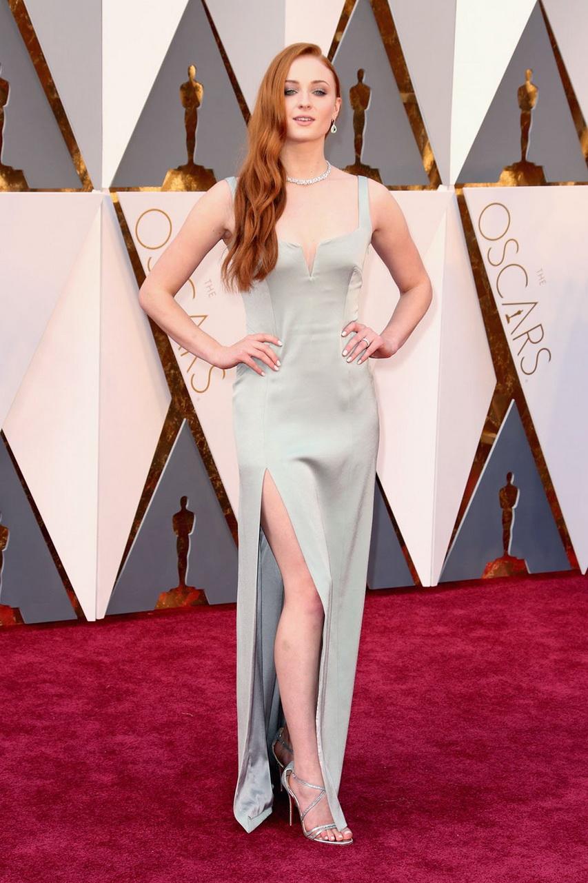 Актриса Софи Тернер нацеремонии вручения премии «Оскар»-2016. Фото ссайта hollywoodreporter.com