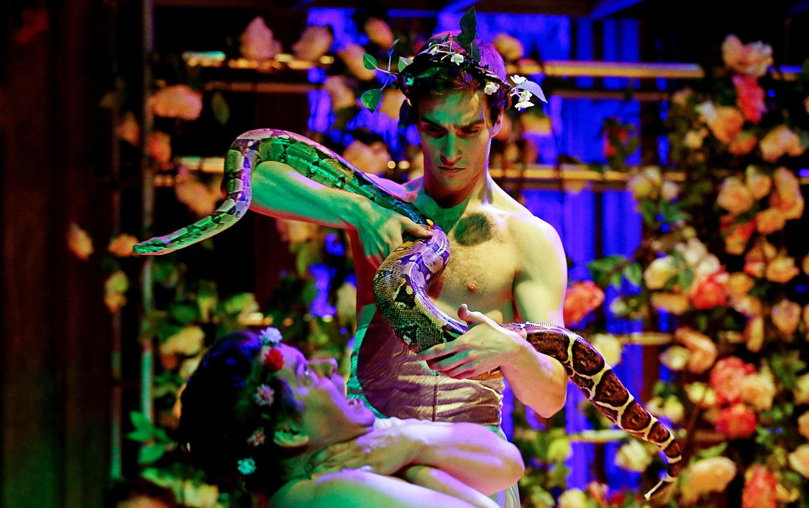 Фото со спектакля «Калигула» в Коляда-Театре предоставлено организаторами