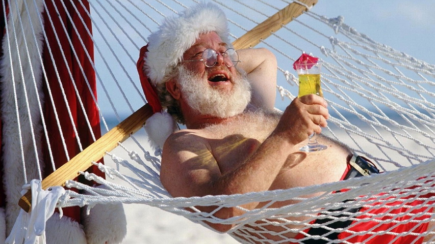 Санта-Клаус на пляже. Фото с сайта tapetus.pl