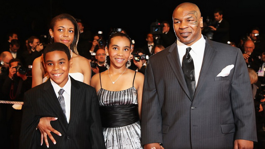 Боксер Майк Тайсон с детьми. Фото с сайта blogspot.com