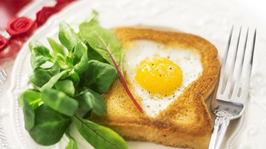 Тост с яйцом. Фото с сайта youtube.com