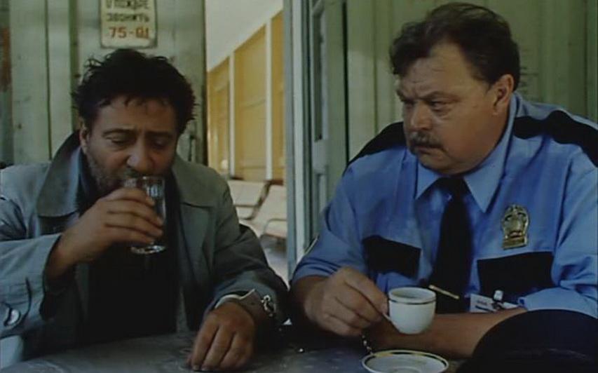 Кадр из фильма «Полицейские и воры»