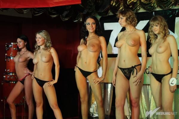 Конкурс самой лучшей женской груди, поливают красавиц спермой