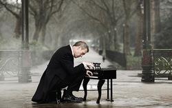 Обложка альбома «Didn't It Rain». Фото с сайта hughlaurieblues.com