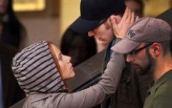 Скарлет Джохэнсен и Крис Эванс. Секунда до... Фото с сайта Е!