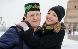 Сергей Корягин с актрисой сериала «Деффчонки». Фото с сайта tatpressa.ru