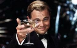 Леонардо Ди Каприо поздравляет с Новым годом. Кадр из фильма «Великий Гэтсби»
