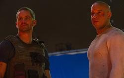 Пол Уокер и Вин Дизель на съемках «Форсажа-7». Фото из «твиттера» Вина Дизеля