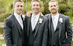 Слева направо: Коди, Калеб и Пол Уокеры. Фото с сайта omg.yahoo.com