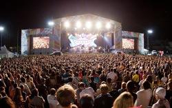 На фестивале V-ROX-2013. Фото с сайта mumiytroll.com