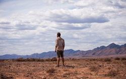 Кадр из фильма «Ровер»