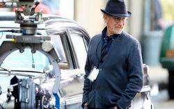 Стивен Спилберг на съемках St James Place. Фото с сайта kinopoisk.ru