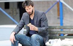 Теперь мы знаем, что в сэндвиче, Киану. Фото с сайта starcasm.ru