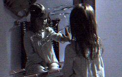Кадр из фильма «Паранормальное явление: Призраки»