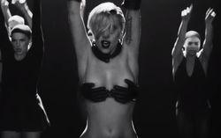 Кадр из клипа Applause
