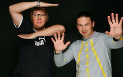 Ведущие Сергей Стиллавин и Геннадий Бачинский. Фото с сайта e1.ru