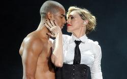Мадонна и Брахим Заибат. Фото с сайта amic.ru