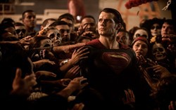 "Кадр из фильма ""Бэтмен против Супермена"""