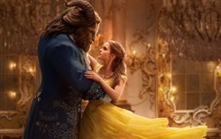Кадр из фильма Красавица и чудовище