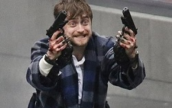 На съемках  «Guns Akimbo». Фото с сайта justjared.com
