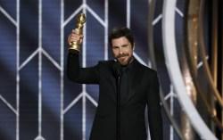 Бэйл с наградой. Фото с сайта kino-teatr.ru