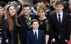 Энди Серкис и его дети-актеры. Фото с сайта kinopoisk.ru