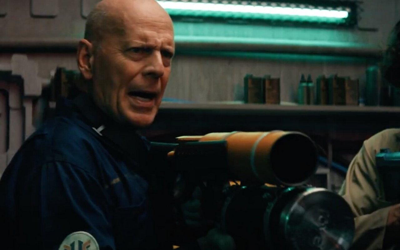 Трейлеры, которые надо видеть: Брюс Уиллис против пришельцев