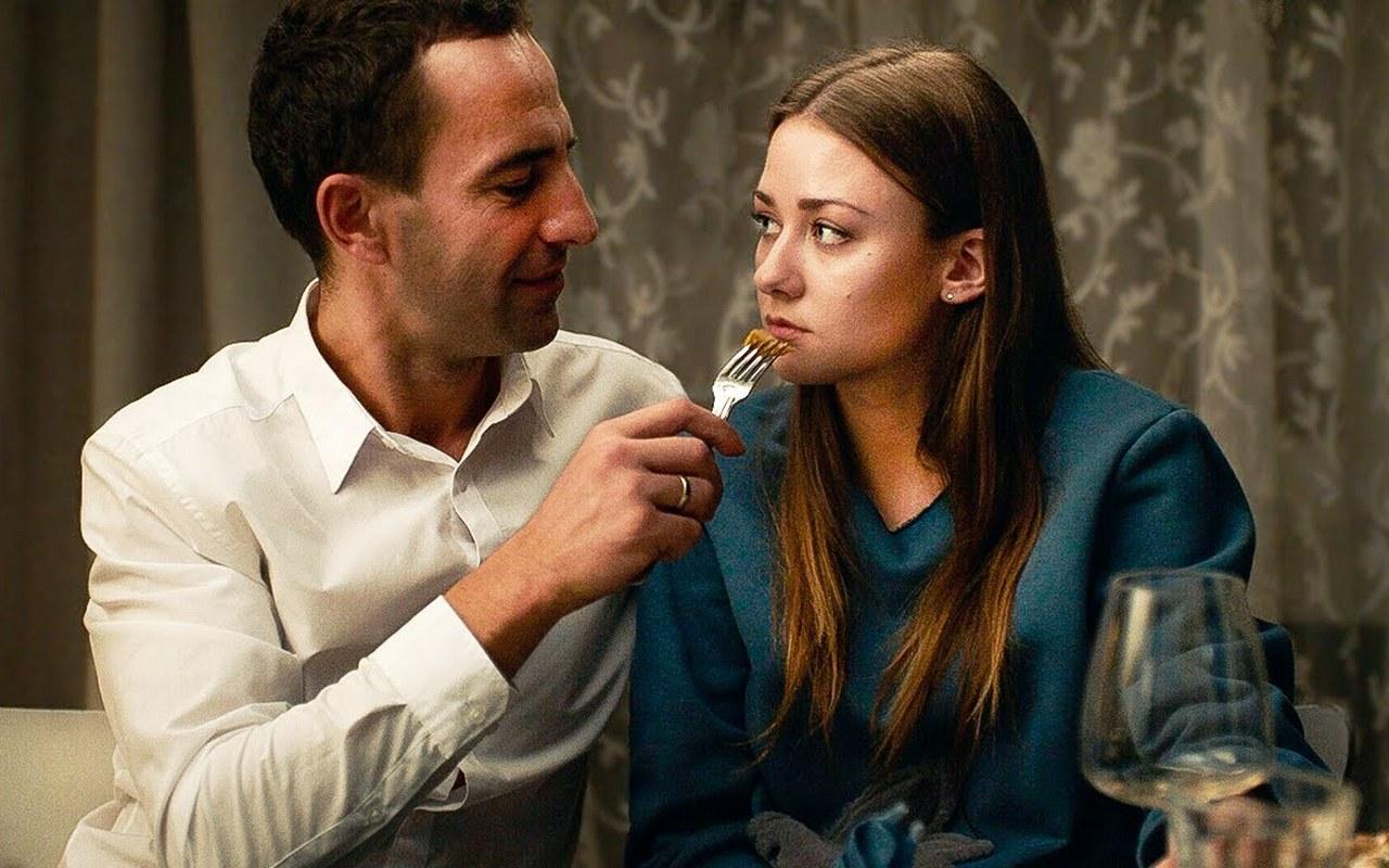«Неадекватные люди 2»: Сильная женщина плачет уокна
