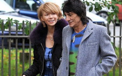 Ронни Вуд и Екатерина Иванова. Фото с сайта www.popnews.com.ua