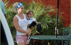 Спирс с сыном. Фото с сайта imgs.for-ua.com