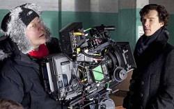 Камбербэтч на съемках «Шерлока». Фото с сайта loveopium.ru