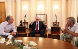 Группа «Чайф» и Александр Мишарин. Фото с сайта amisharin.ru