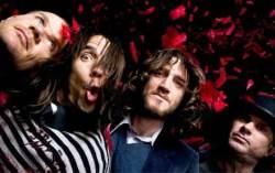 Red Hot Chili Peppers. Фото с сайта blogs.guardian.co.uk