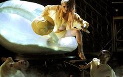 Lady Gaga. Фото с сайта music-mix.ew.com