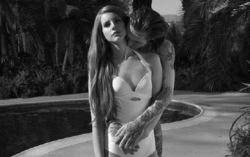 Кадр из клипа Lana Del Rey — «Blue Jeans»
